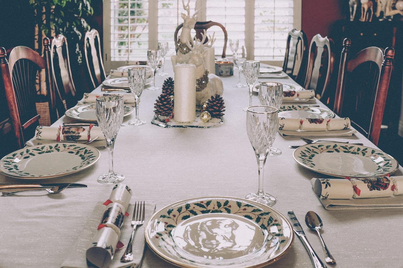 Galateo Tovagliolo A Destra le 10 regole di bon ton per farsi trovare pronti alla cena